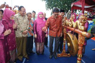 Gubernur Sumbar, Irwan Prayitno Membuka Jambore PKK XI dan Jambore PNPM Mandiri Perdesaan VI Tingkat Provinsi Sumatera Barat Tahun 2014, (23/6) di Jorong Padang Tujuh, Pasaman Barat.  (erwinFS)