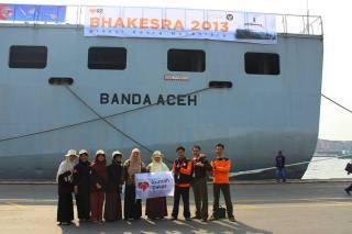 Relawan Rumah Zakat (RZ) saat mengikuti Ekspedisi Bhakesra 2013.  (sari/RZ)