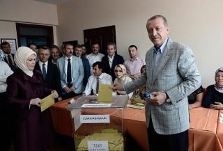 Erdogan menggunakan hak suaranya dalam pilpres Turki 2014 (Anadolu)