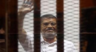 Mursi menyapa rakyat Mesir dari balik jeruji (elwaqe3.com)