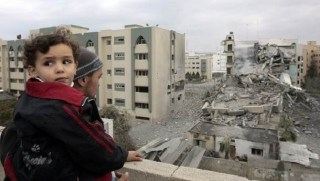 A Palestinian man looks at a destroyed building of the Islamic University following an Israeli air strike in Gaza December 29, 2008. Israeli warplanes pounded the Hamas-ruled Gaza Strip for a third consecutive day on Monday and the Jewish state prepared to launch a possible invasion after killing 307 Palestinians in the air raids. (REUTERS/Mohammed Salem)