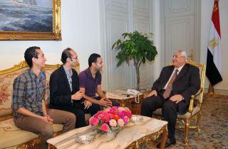 Anggota gerakan Tamarrud bertemu dengan Presiden transisi Mesir, Adly Manshour (fath-news.com)