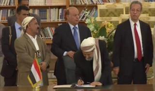 Penandatanganan Kesepakatan damai dengan Jamaah Hutsi 21 September lalu (aljazeera.net)