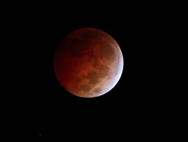 gerhana-bulan-2014-10-08-10