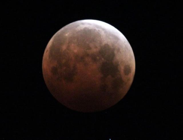 gerhana-bulan-2014-10-08-11