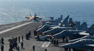 Pasukan tempur Amerika di kapal induk. (3lnar.com)