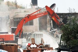 Buldozer Israel merobohkan rumah-rumah warga Palestina (felesteen.ps)