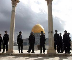 Tentara penjajah Israel, kuasai masjid suci Al-Aqsha (almokhtsar.com)