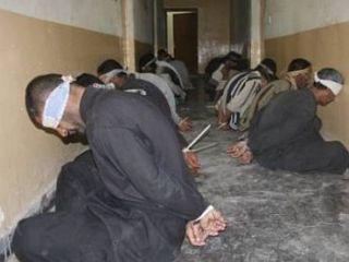 Para tahanan di Suriah. (syrianoor.net)