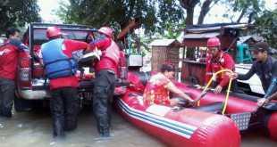 Tim Evakuasi PKPU membantu korban banjir jakarta (kis/pkpu)