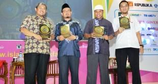 Gubernur Jawa Barat menjadi salah satu pembicara dalam acara bedah buku 'The Golden Story of Abu Bakar Ash Shidiq' di Islamic Book Fair (IBF) 2015, Ahad (1/3). (IST)