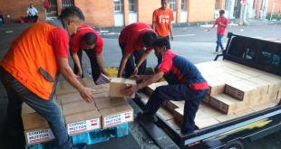 Distribusi 5000 kornet superqurban untuk Nepal.  (rena/rz)