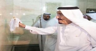 Raja Salman membersihkan Ka'bah