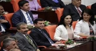 Para anggota legislatif dari partai HDP. (yenisafak)