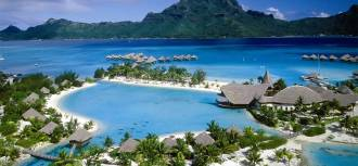 Keindahan pantai lombok menjadi salah satu daya tarik wisata halal di Indonesia. (nginepmana.com)