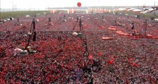 Rakyat Turki berkumpul di Istanbul beri dukungan ke Erdogan. (Islamtoday.net)