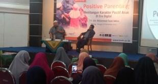 "Seminar Parenting bertajuk "" Membangun Karakter Positif Anak di Era Digital"" bersama Moh. Fauzil Adhim, Ahad (27/11/2016)"