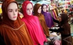 Perdagangan kerudung dan busana muslim (ANTARA/Irsan Mulyadi)