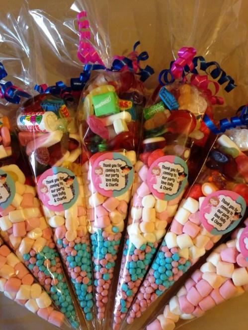 dulces en conos de celofan5