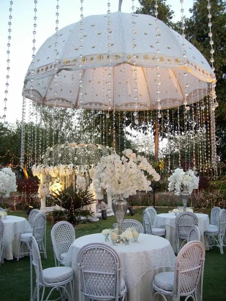 Linda decoraci n con sombrillas para eventos dale detalles for Fiestas elegantes decoracion