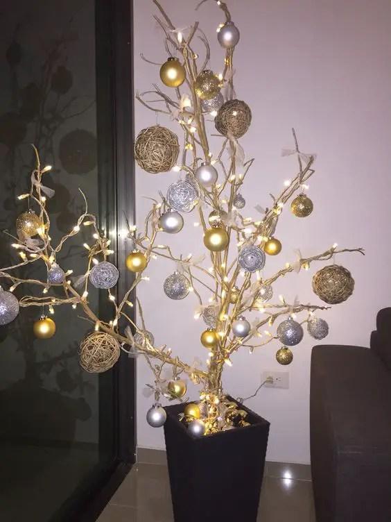 Decoraci n para navidad con ramas secas for Decoracion navidena manualidades