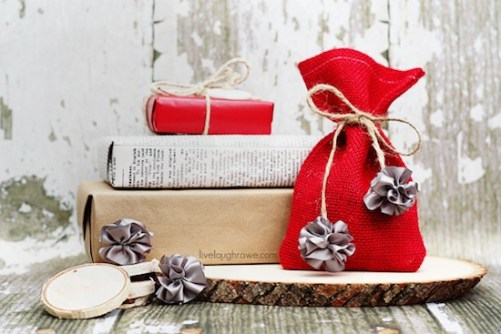 Use mini scrunchy bows to create a rustic ribbon for packaging! Tutorial at livelaughrowe.com
