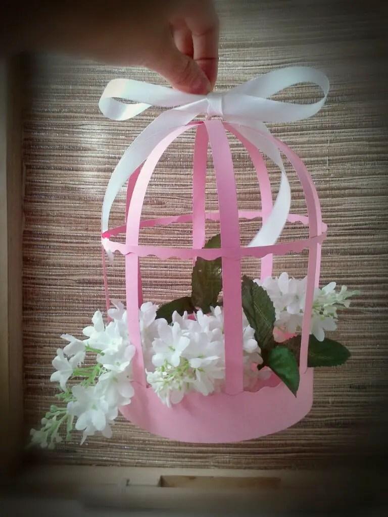 C mo hacer jaulitas de papel dale detalles for Como hacer adornos con plantas artificiales