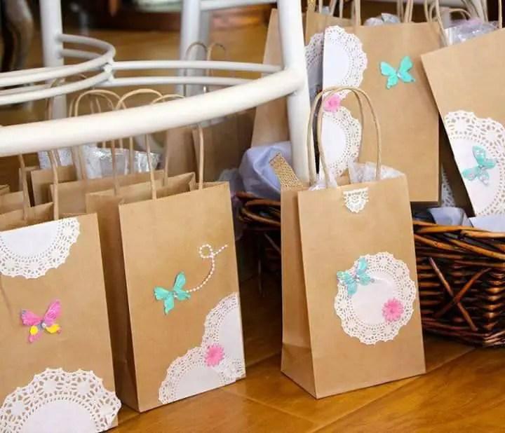 Crea lindos dulceros utilizando bolsas de papel - Como decorar bolsas de papel ...