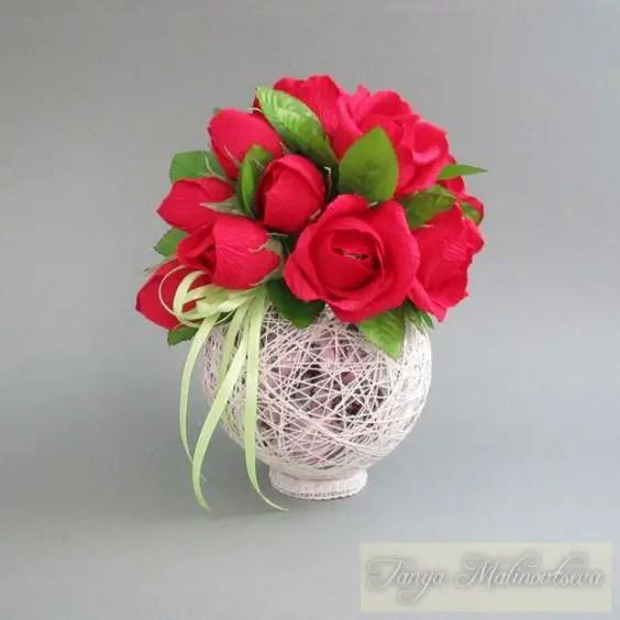 puedes decorar con flores de papel o tela cintas listones encajes etc