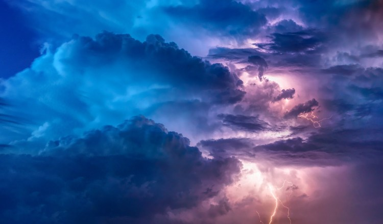 A cloudy day risk of rain/thunder