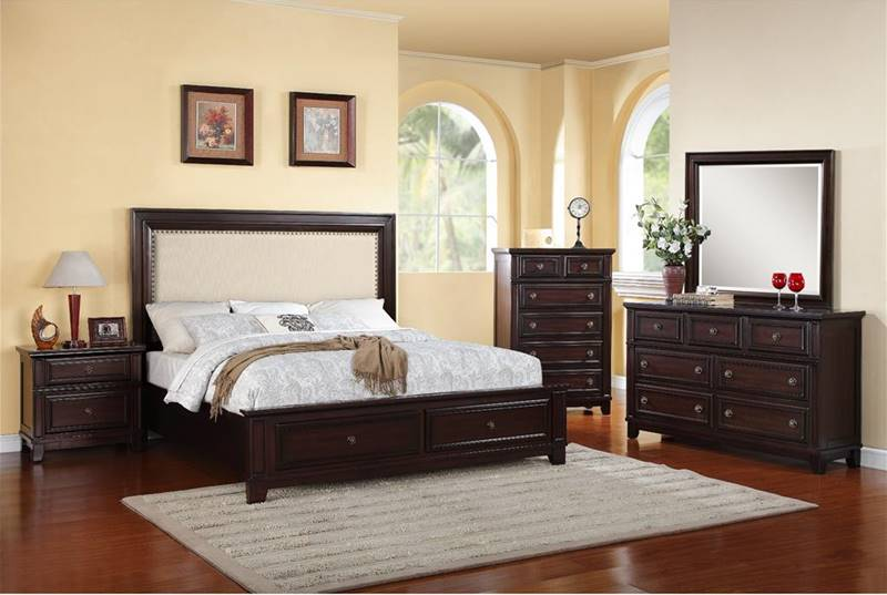 Elements HR100 Harwich Bedroom Set With Upholstered