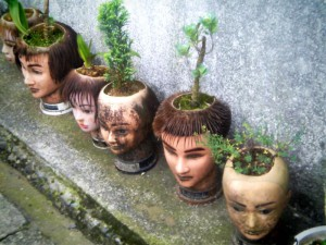 """Crazy hair salon in Kamakura"" v. Daisuke Murase (CCBYSA) by Flickr"