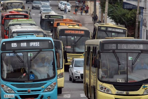 29/07/2013. Crédito: Honório Moreira/OIMP/D.A Press. Brasil. São Luis - MA. Número de assaltos a ônibus este ano já supera todo o ano passado na capital, diz Sindicato dos Rodoviários de São Luis