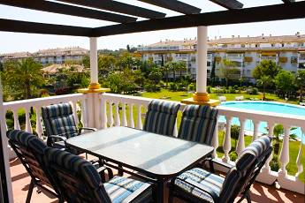 3 bedroom middle floor apartment – 330,000 euros