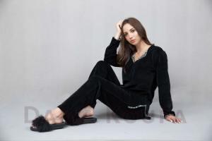Μαύρη βελούδινη φόρμα