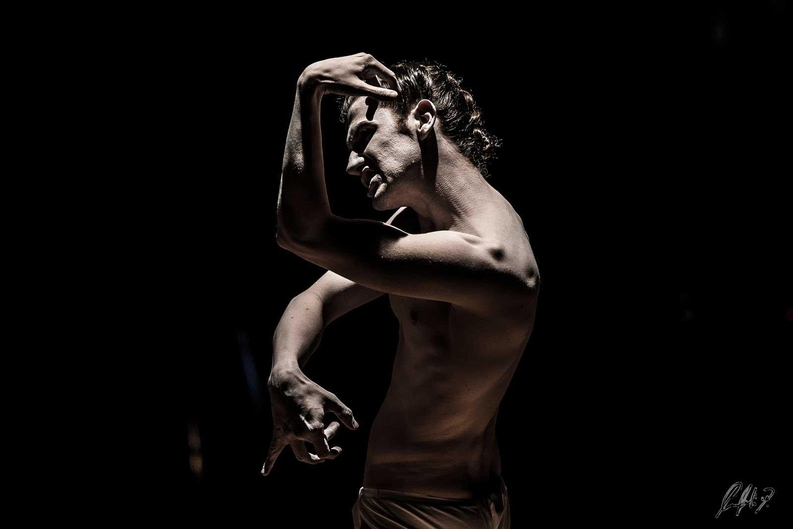 Damiano Fina Danza e Alchimia Nigredo