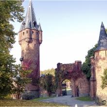 Červený zámek s Hodinovou věží