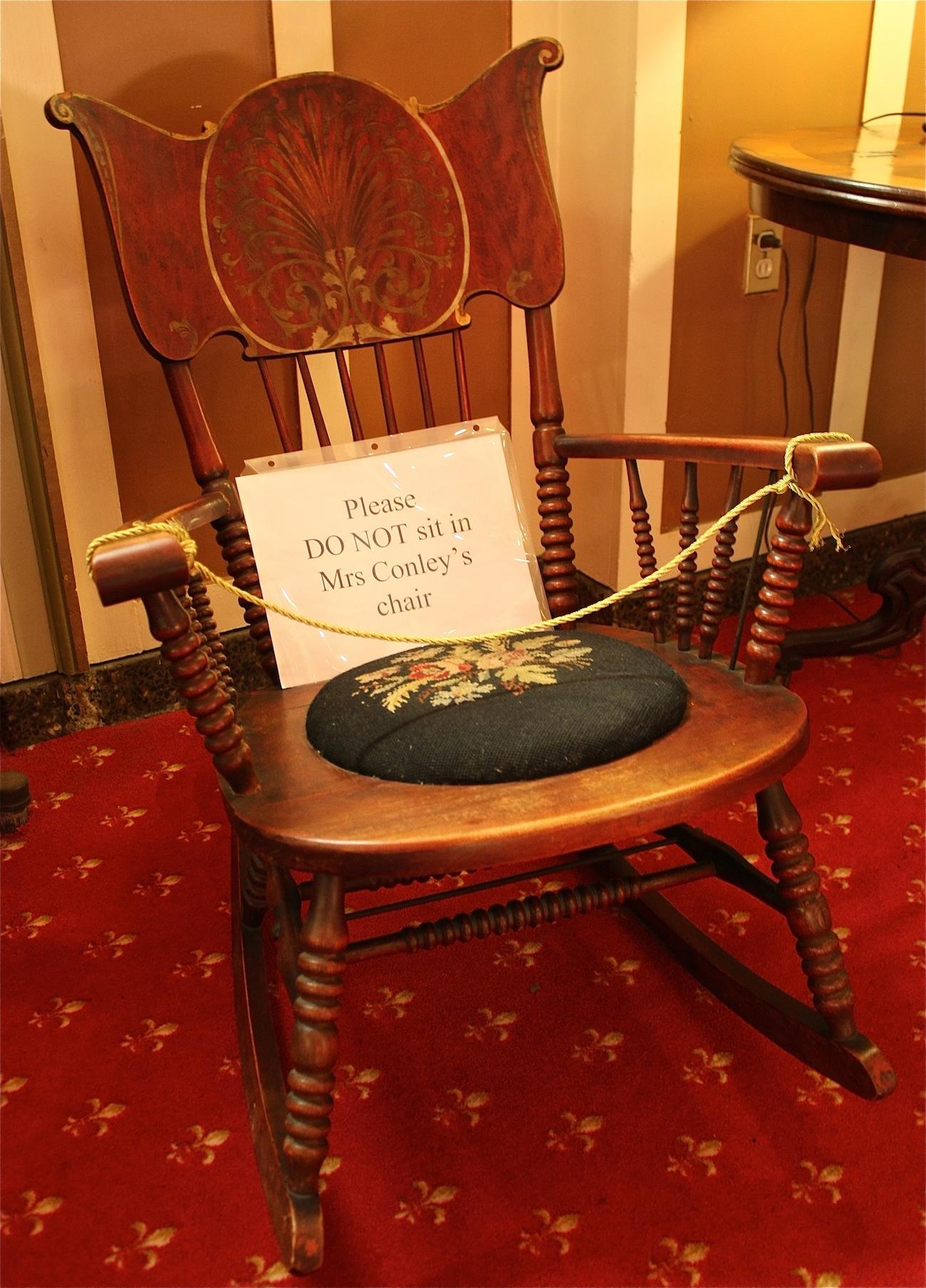 ghost bar chair office qatar living the yankee pedlar inn, torrington | damned connecticut