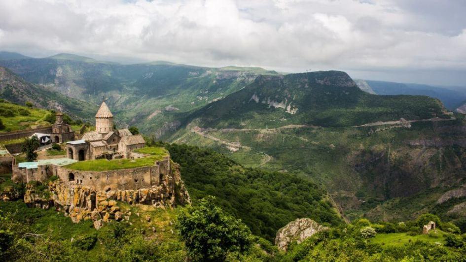 Manastirea Tatev, Armenia foto Dragoș Smărăndescu