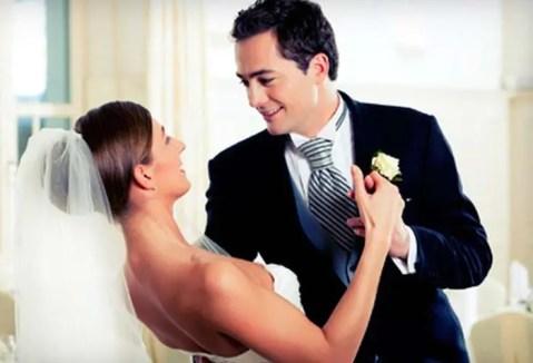 Wedding Couple Dance Dip