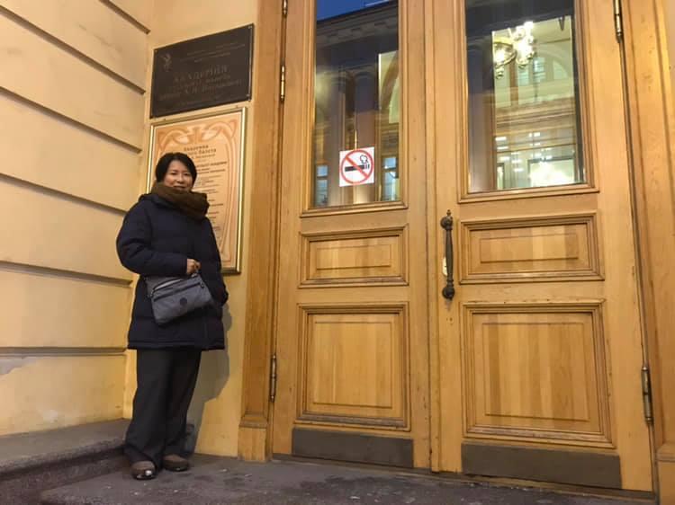 ワガノワ・バレエ・アカデミーの前で… 初日の講義終了