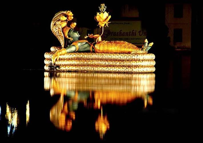 Sri Ananta Padmanabha Swamy Temple Trivandrum and sacred Padma Theertha Kulam.jpg