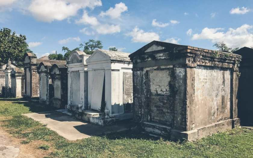 cemeteries with famous people