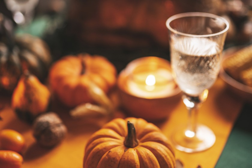 best smelling luxury scented candles that smell like fall, with the fragrance of pumpkins, campfires, apples and more, perfect for the fall 2021 season.