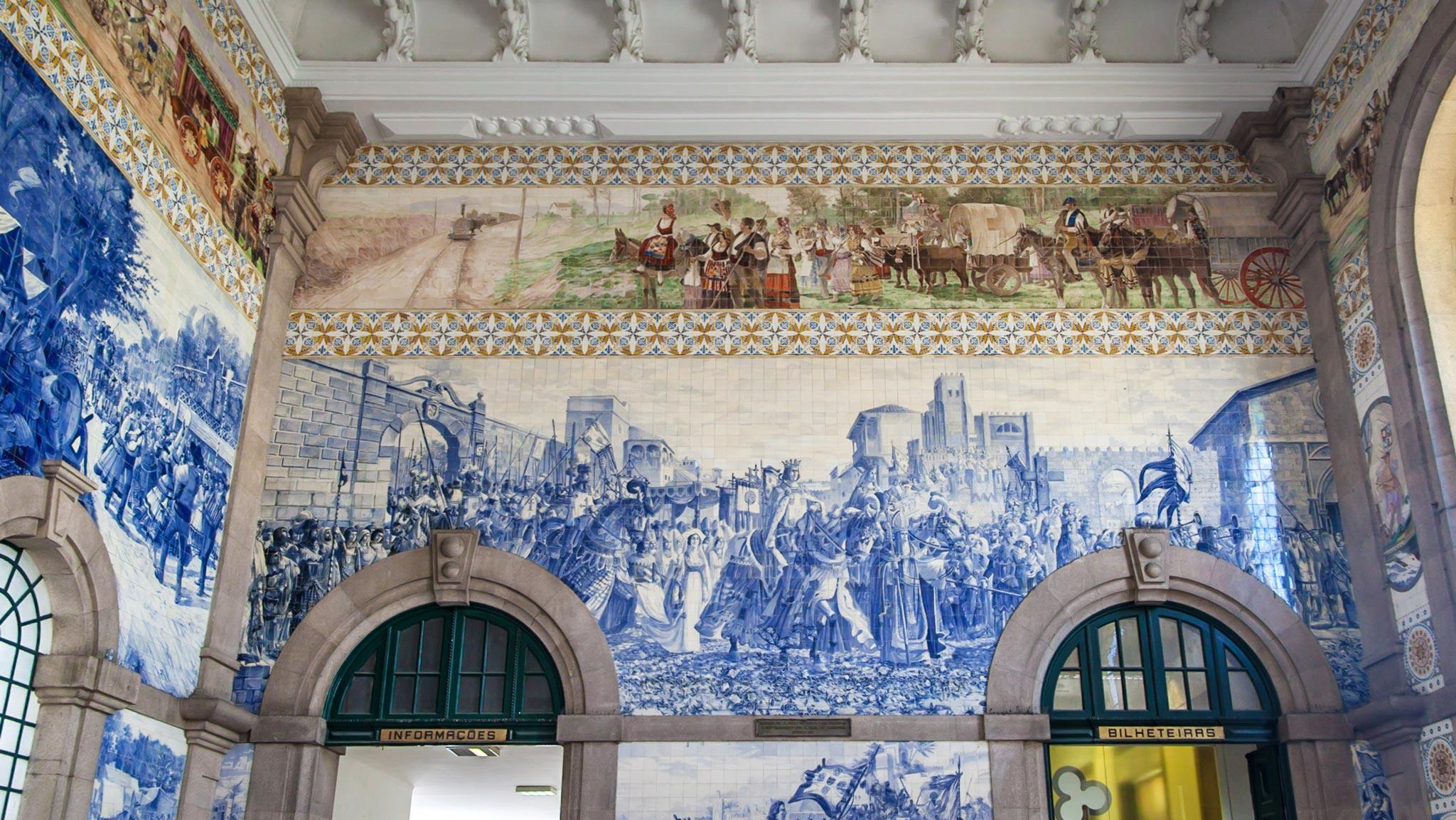 Blue tiles in Porto Station