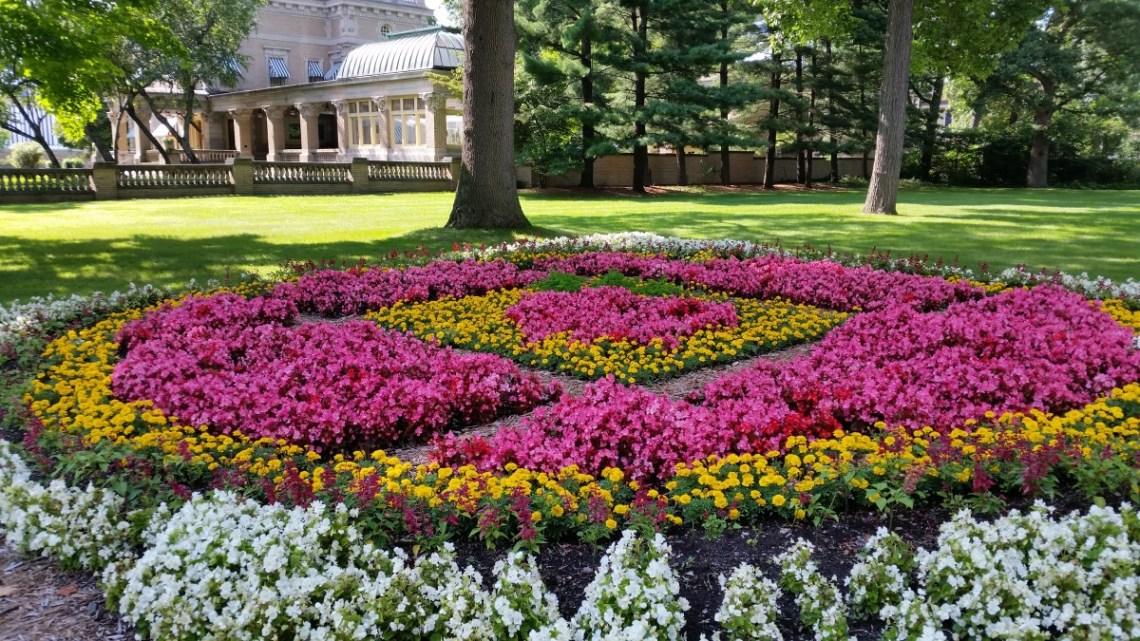 Ruthmere Mansion Quilt Garden