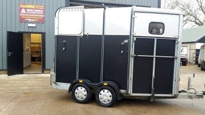 HORSE TRAILER VALETING