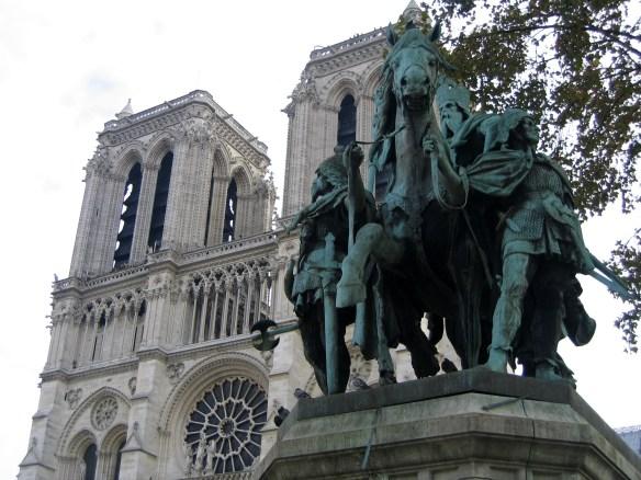 Statue de Charlemagne devant Notre Dame