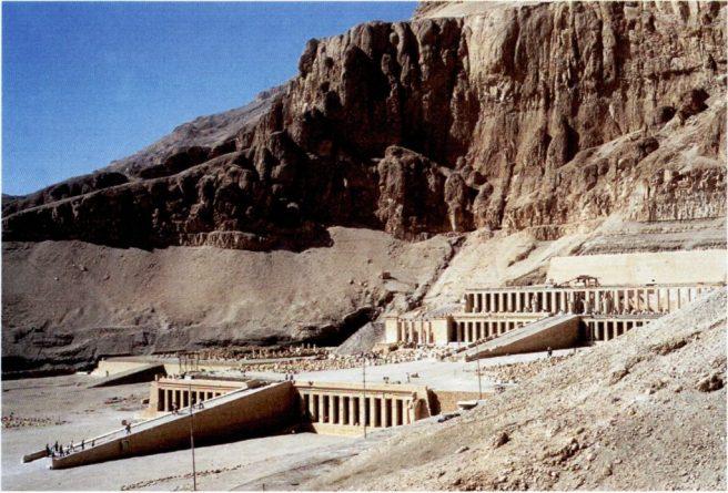 Il tempio di Hatshepsut a Deir-el-bahari, oggi
