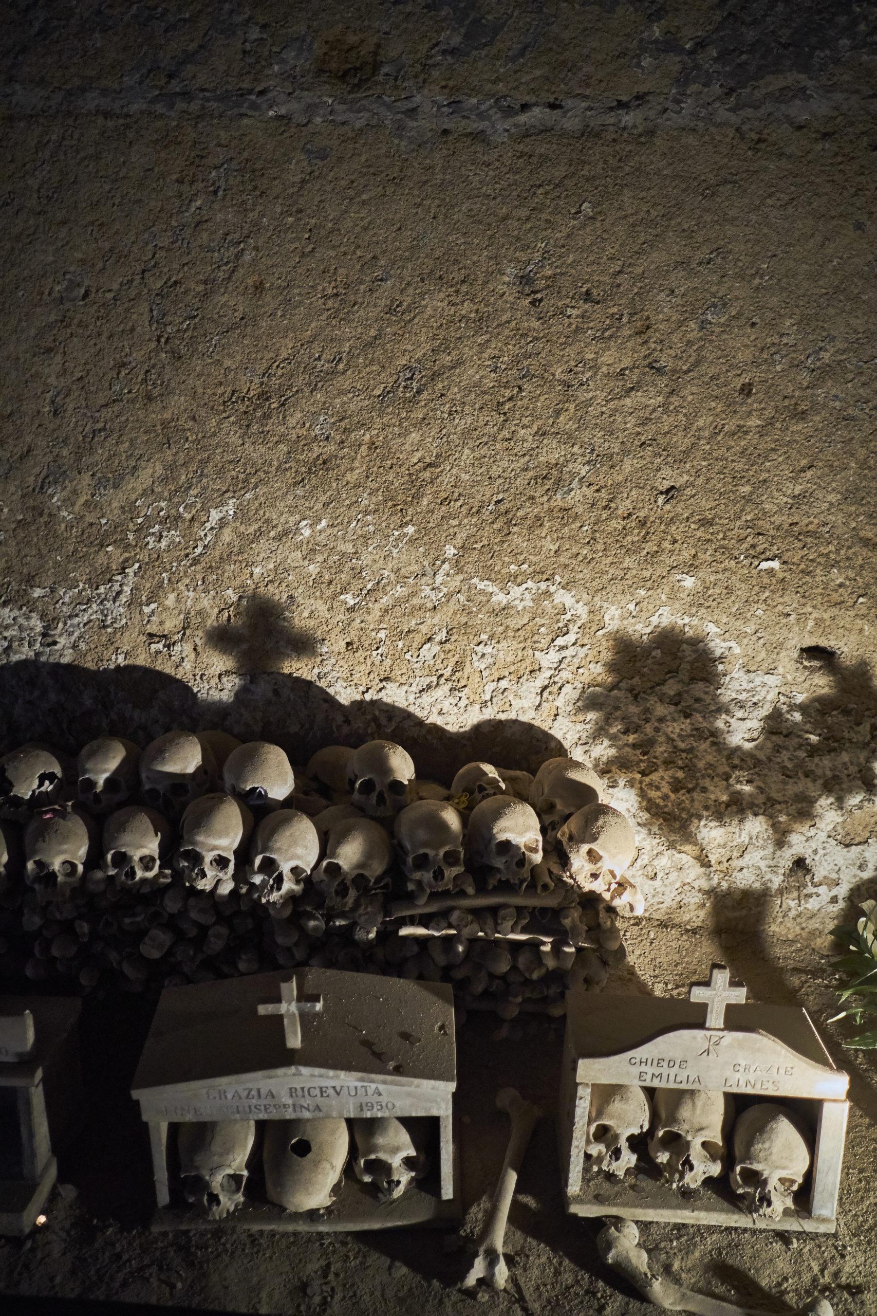 Breve viaggio all'Averno | Cimitero delle Fontanelle